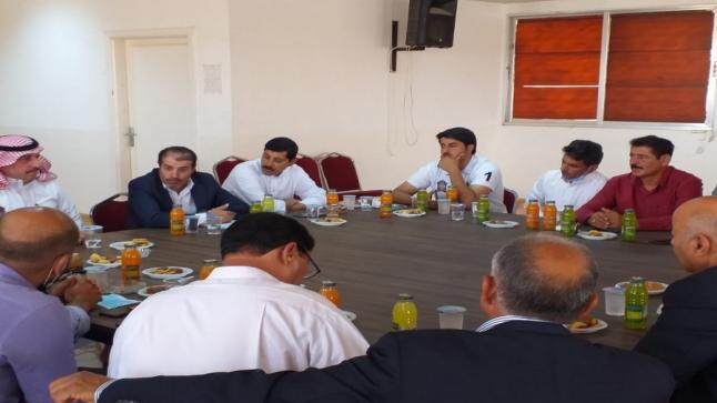 النائب الشبيب يلتقي ممثلين أهالي منطقة المنصورة الغربية في البادية الشمالية (صور)