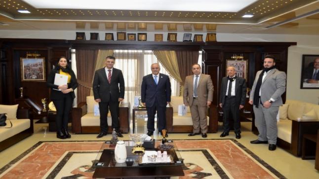 رئيس جامعة عمان الأهلية يستقبل وفداً من السفارة السورية
