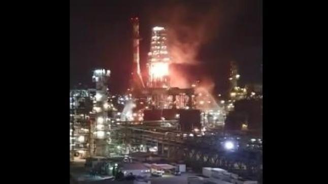 شاهد بالفيديو .. اندلاع حريق كبير في مصفاة نفط بحيفا