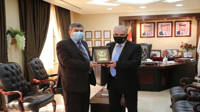 رئيس جامعة الزيتونة يستقبل الدكتور مصطفى العفوري