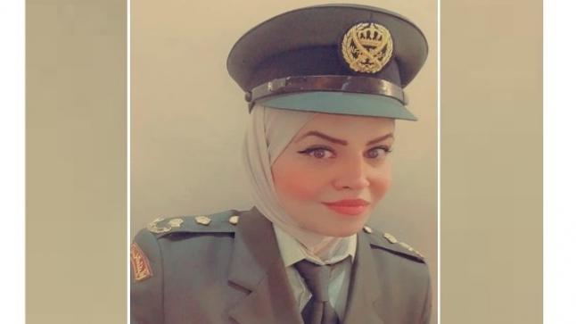 الرائد صفاء عبد الكريم تهنيء المقدم منار سرور شقيرات بمناسبة الترفيع