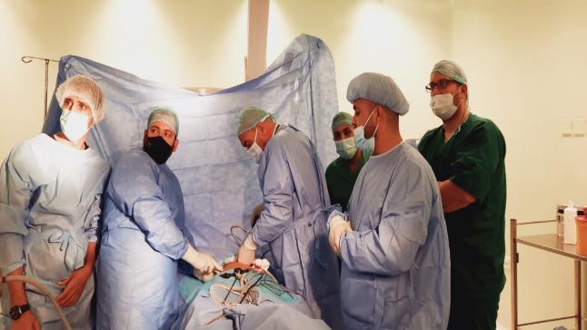 عملية جراحية نوعية في مستشفى البادية الشمالية – بالصور