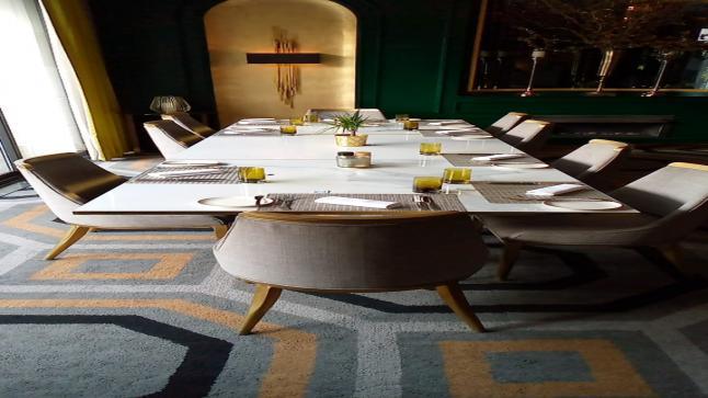 عكاظ تنشر صورة الطاولة التي تسببت بإقالة الوزيرين