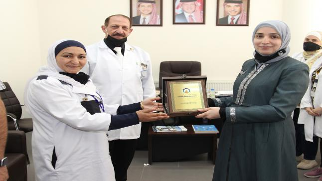 """حملة تطعيم ضد فايروس كورونا في """"عمان العربية"""