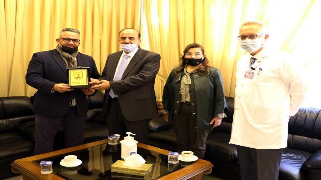 مستشفى الجامعة الأردنية يستضيف أحد خرجي كلية الطب في الجامعة الأردنية وأحد أهم الرائدين في مجال جراحة الأجنة وجراحة الدماغ والأعصاب على مستوى العالم