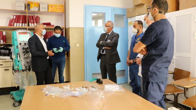 مستشفى الجامعة الأردنية يتسلّم جهاز غسيل الكلى المستمر