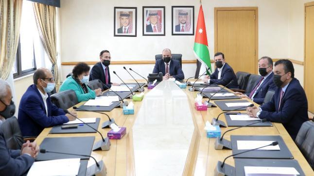 رئيس مجلس النواب يلتقي نقيب الفنانين الاردنيين – صور