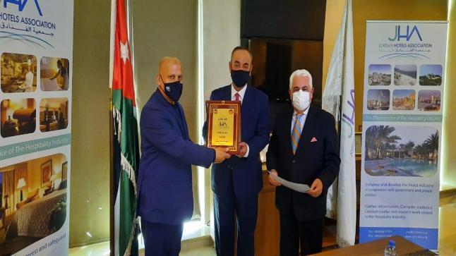 جمعية الفنادق تكرم عددا من منشآت فنادق البحر الميت لما بذلته خلال جائحة كورونا