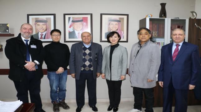 وفد أكاديمي من جامعة هانكوك الكورية يزور جامعة الشرق الأوسط